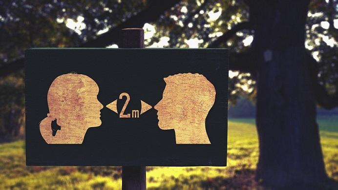Rispettare la distanza interpersonale in periodo Covid 19 è importante, ma ciò non vuol dire essere distanti. DISTANZIATI, NON DISTANTI